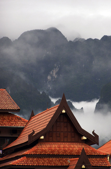 Guesthouse and mountains in Vang Vieng