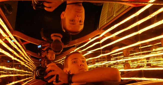 Parallel mirrors at the Petronas Science Centre